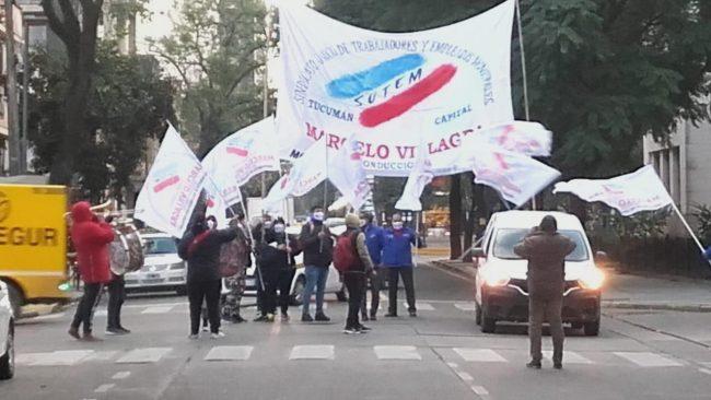 Trabajadores municipales de Tucumán se movilizan en la intendencia