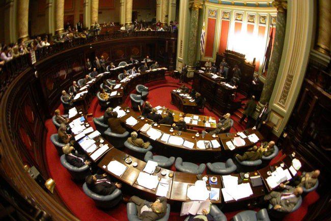 Uruguay recaudó u$s 20 millones con recorte a funcionarios