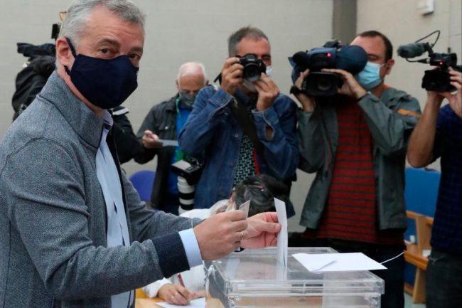 Galicia y el País Vasco votan por la continuidad