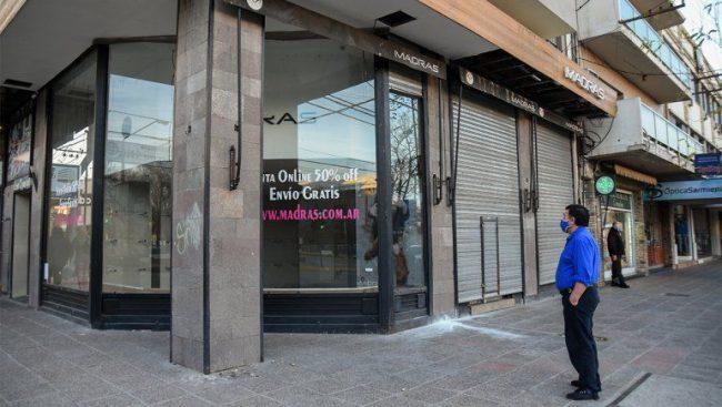 Tres de cada diez locales comerciales en Neuquén están vacíos
