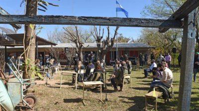 El Concejo rosarino sesionó en la isla y reclamó por la ley de humedades