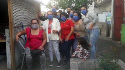Familia solidaria: cocinan en el balcón de su casa y reparten comida para todos sus vecinos