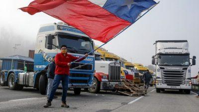 Un paro indefinido de camioneros amenaza paralizar a Chile en cuarentena