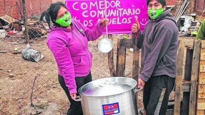 Que nadie se vaya a la cama sin comer: la rueda solidaria que gira en Roca