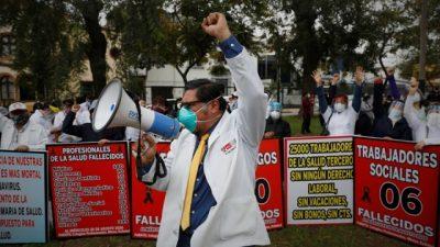 Huelga de personal de salud en Perú, el país con mayor índice de mortalidad del mundo por Covid-19