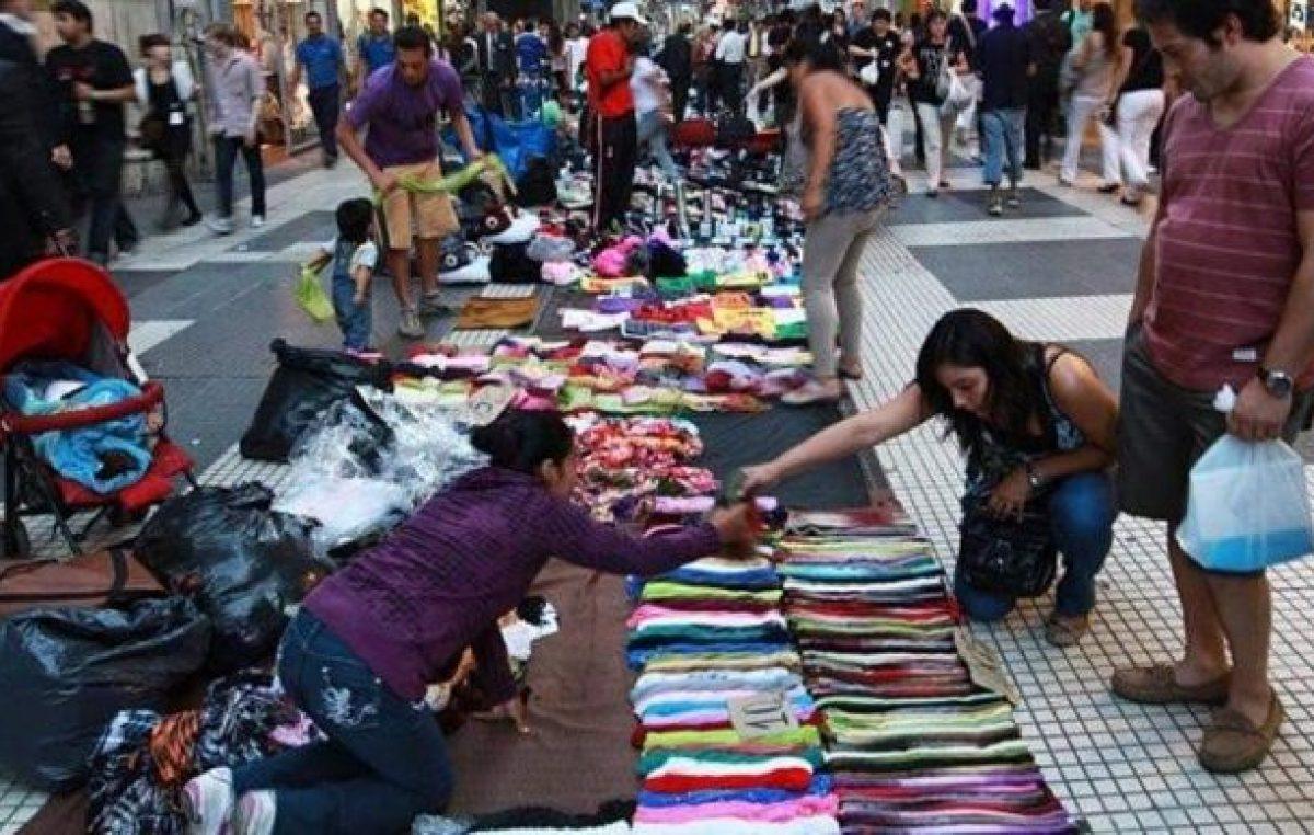 Más del 60 por ciento de quienes venden en la calle son mujeres