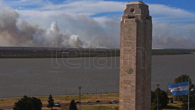 Advierten en Rosario nuevos de focos de incendios y presencia de humo en el aire