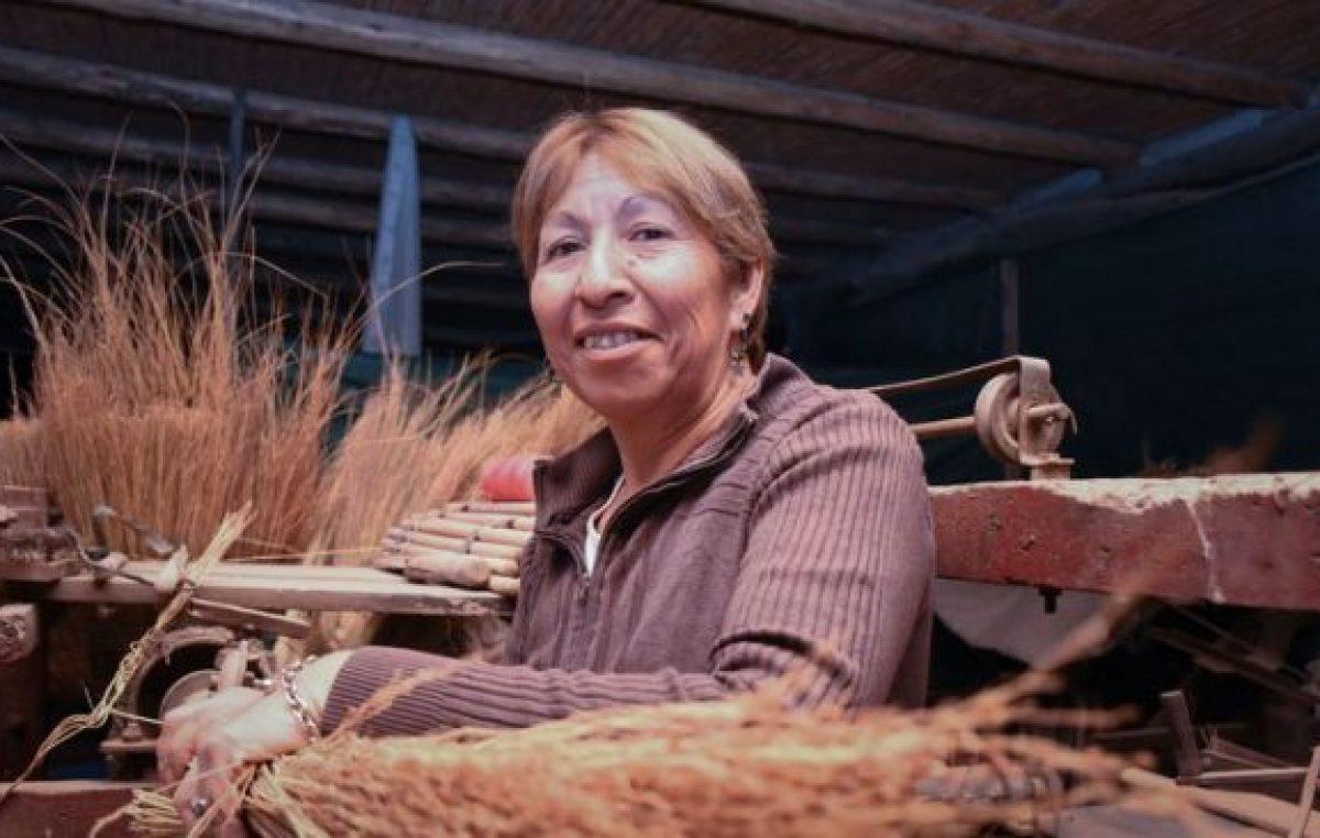 Emprendedora: la historia de la mujer que pasó de un basural en Guaymallén a fabricar escobas y lampazos