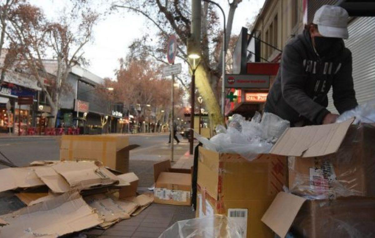 Por la pandemia, se incrementó el número de cartoneros en las calles de Mendoza