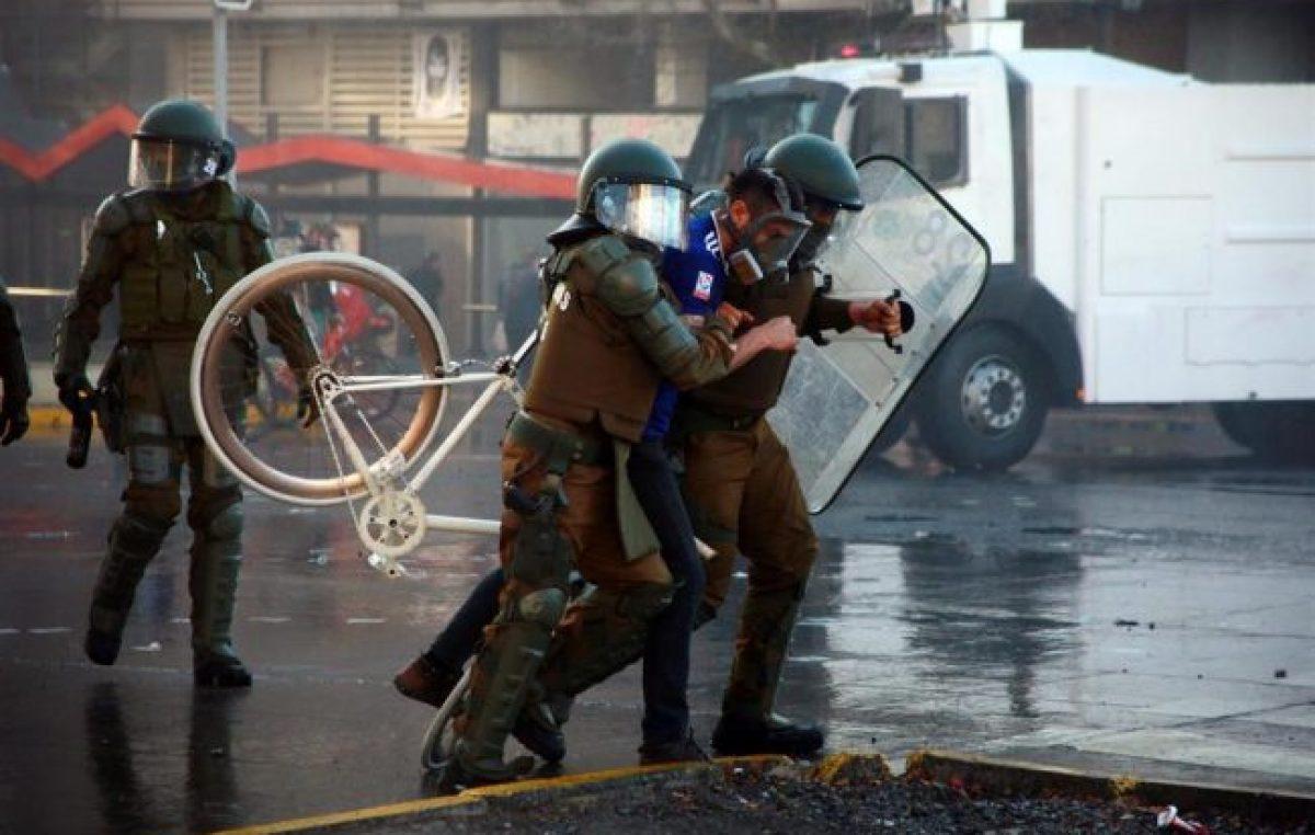 La policía chilena confirmó 108 detenidos durante las protestas por el aniversario del golpe de Estado