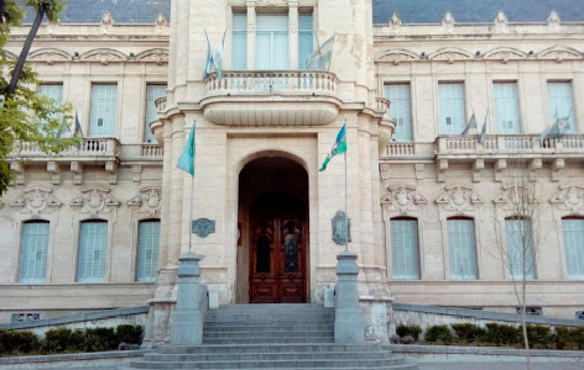 Los municipales de Bahía Blanca acordaron con el Ejecutivo un aumento del 16,7%