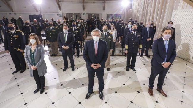 Fernández destacó rol de las fuerzas de seguridad en pandemia y les pidió preservar el Estado de Derecho