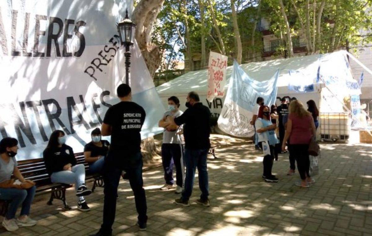 Ruidosa protesta de municipales rosarinos: instalaron una carpa en reclamo de una recomposición salarial