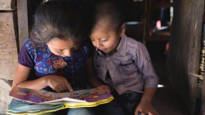Niños latinoamericanos enfrentan grandes contratiempos en la educación por el COVID-19