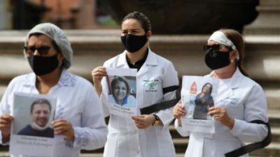 Médicos brasileños salen a la calle para pedir el «fin del fascismo» en las elecciones municipales