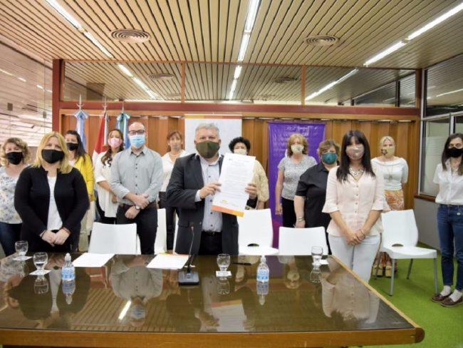 """Punto Mujer en Arroyito: """"La Provincia aporta los recursos que limitan a los municipios"""""""