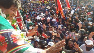 Una multitud recibió a Evo Morales en Cochabamba
