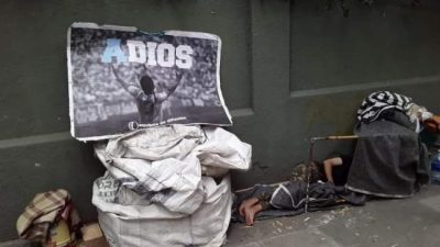Maradona, el afiche y el hombre de los pies desnudos