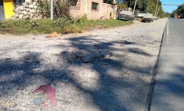 Salta: Unas 300 familias viven lejos del centro urbano, no tienen plaza y caminan 1 km para tomar el colectivo