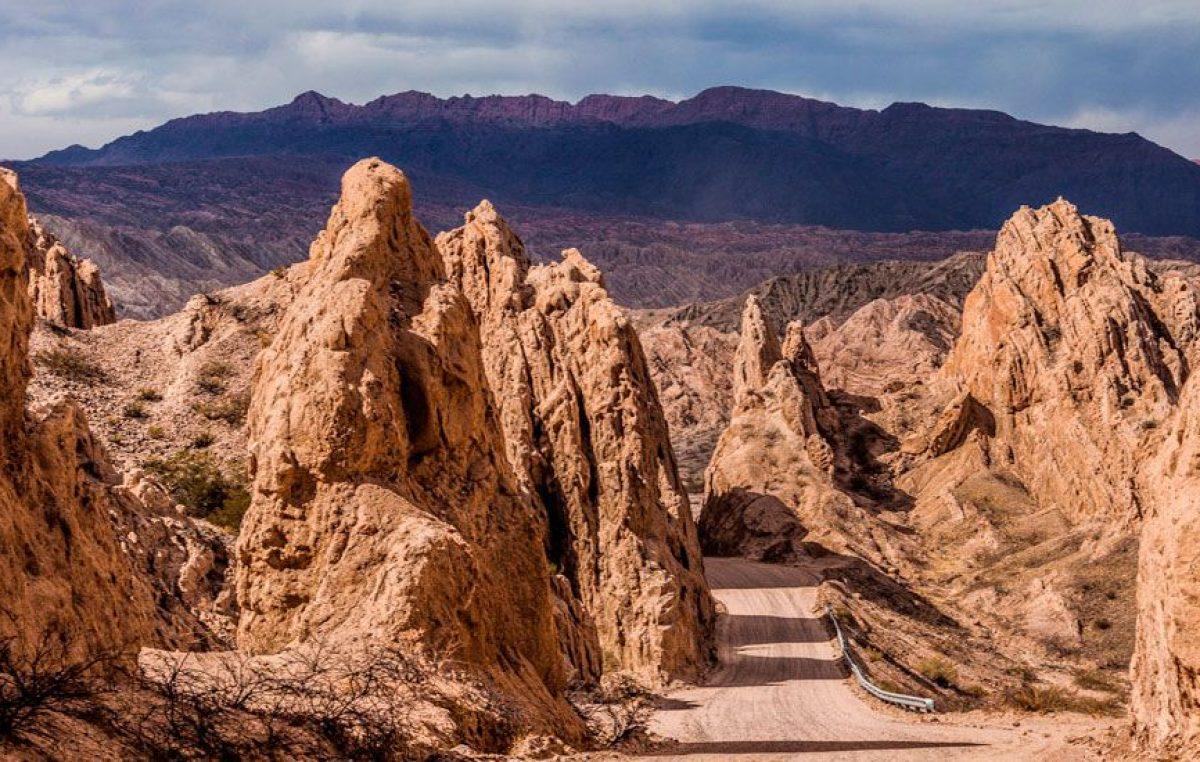 Un paisaje surrealista por la ruta 40: la Quebrada de las Flechas