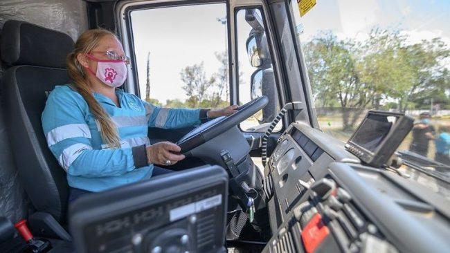 Córdoba: Por primera vez, las mujeres conducirán camiones de barrido mecánico y limpieza