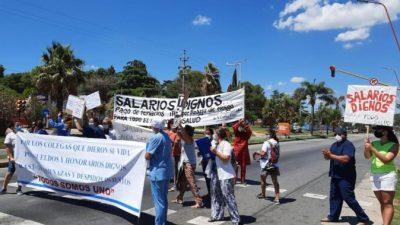 Trabajadores de salud del Hospital Sayago llevaron su reclamo al ingreso de Carlos Paz