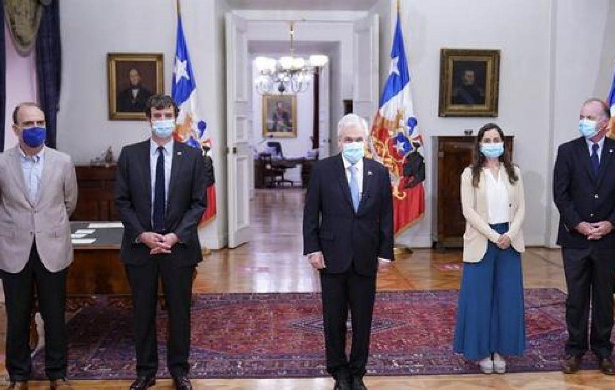 En medio del descrédito, Piñera nombró a dos nuevos ministros
