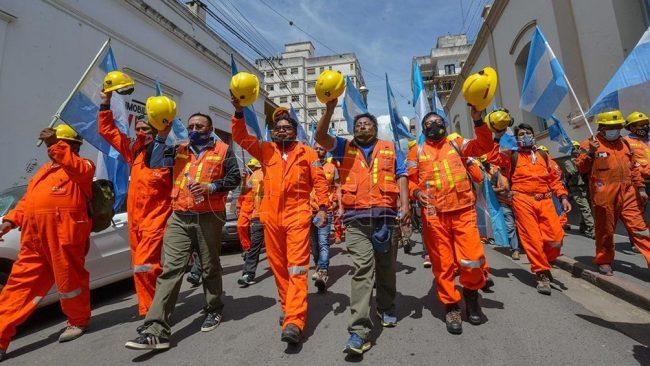 Multitudinaria marcha de mineros ante el riesgo de perder más de 600 puestos de trabajo