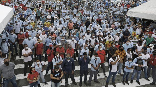 Trabajadores protestan contra Ford por la decisión de cerrar sus fábricas en Brasil