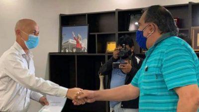 El Intendente de Caleta Olivia acordó con los gremios un 30 % de aumento en cuatro cuotas