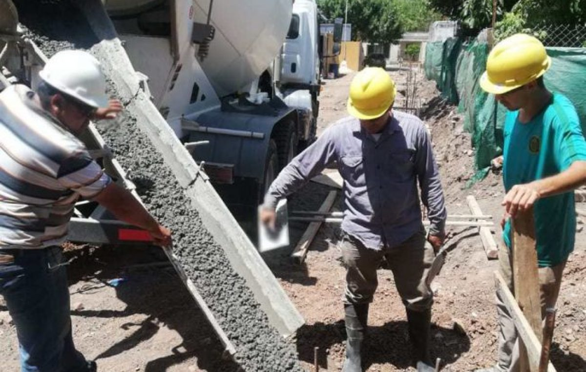 Prometió y cumplió: Intendente de Puerto San Martín firmó el aumento para sus empleados municipales