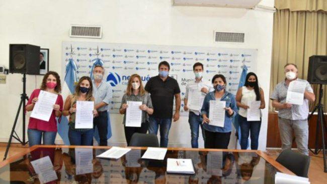 El intendente de Neuquén regularizó la situación de 600 contratados en el Municipio