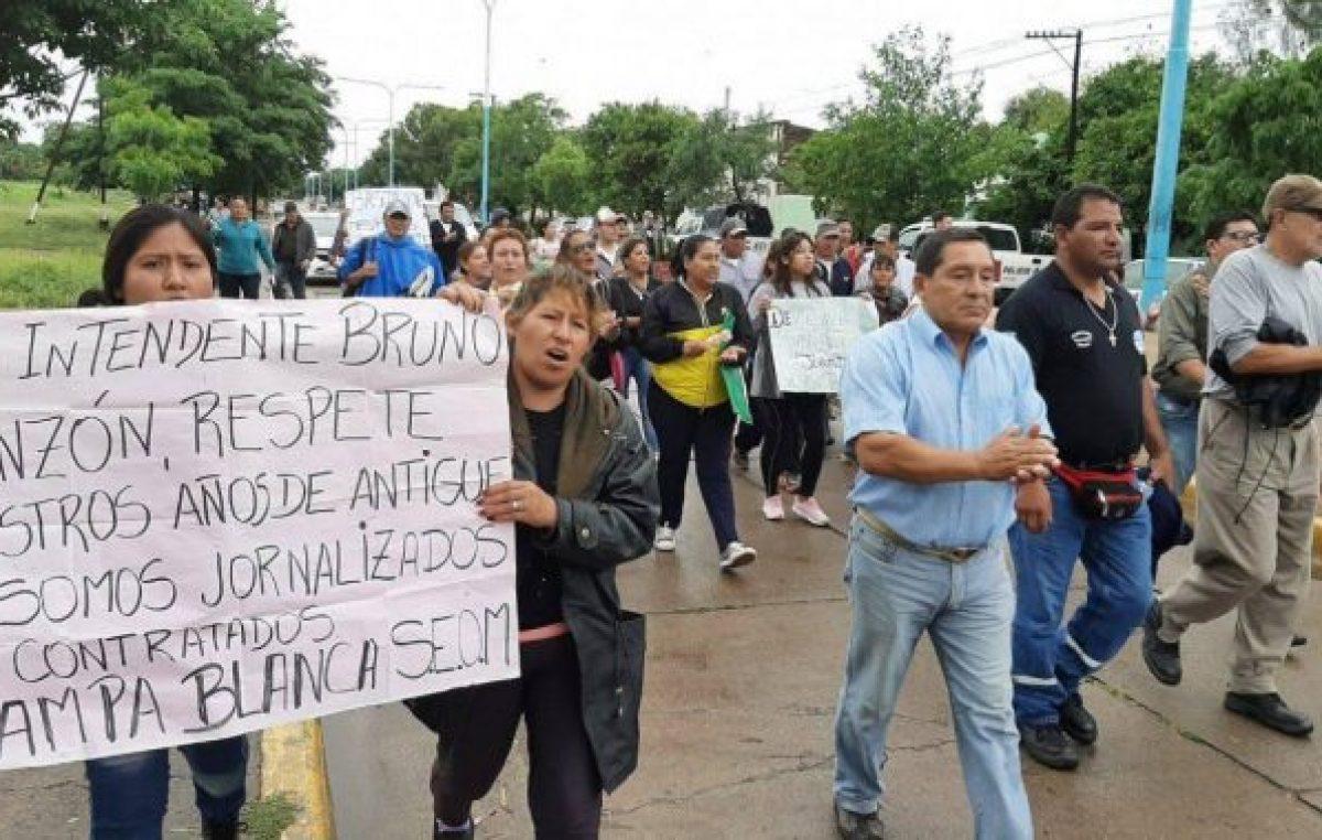 Municipales jujeños se manifestaron por la reincorporación de trabajadores despedidos