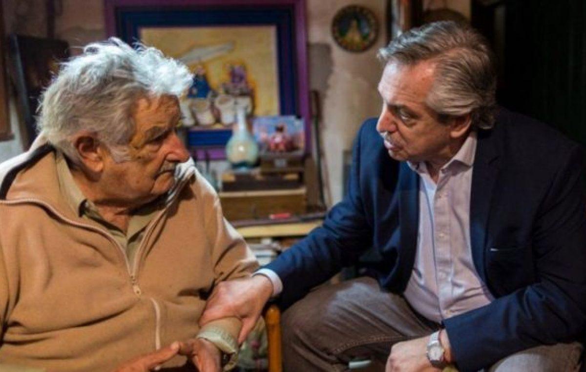 El Gobierno condecoró a «Pepe» Mujica con la Orden del Libertador San Martín
