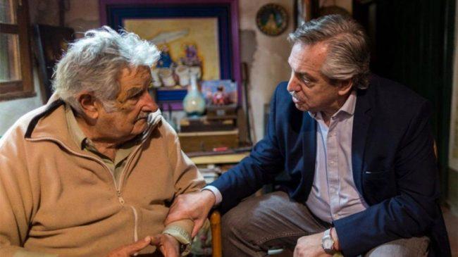"""El Gobierno condecoró a """"Pepe"""" Mujica con la Orden del Libertador San Martín"""