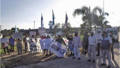 Municipales jujeños vuelven a las rutas por trabajadores despedidos en Pampa Blanca