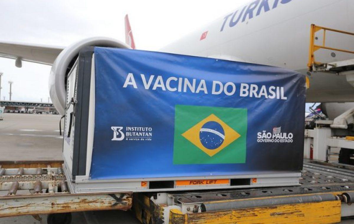 Brasileños ricos buscan vacunas contra COVID por su cuenta
