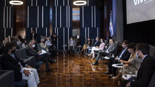 Los cinco ejes que acordaron Gobierno y empresarios sobre la cadena de precios de alimentos
