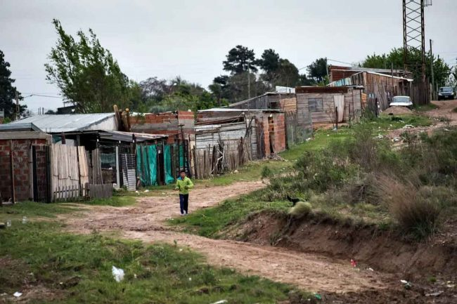 Municipios entrerrianos reciben financiamiento para mejorar las condiciones de vida de familias vulnerables