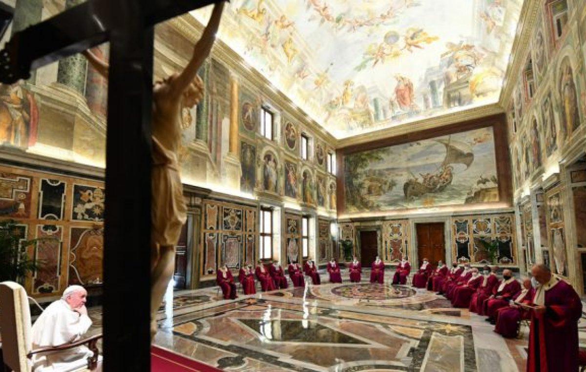 Crisis económica en el Vaticano: Francisco reduce los sueldos