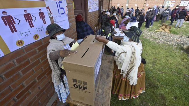Los bolivianos eligieron autoridades provinciales y municipales con tranquilidad