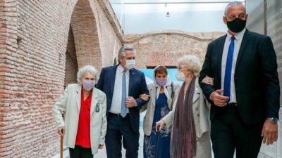 Fernández homenajeó a las «inmensas» Madres, Abuelas y familiares de desaparecidos