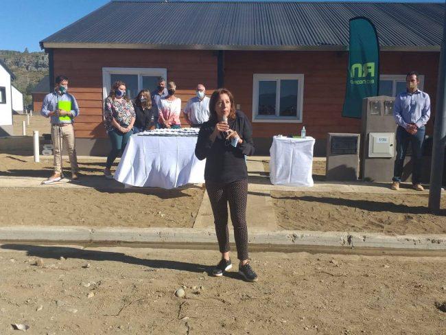Carreras entregó 102 casas en Bariloche, todas a nombre de mujeres