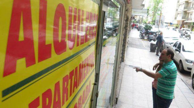 """Inquilinos de Rosario piden el alquiler """"social"""" y un trato diferenciado de los dueños"""