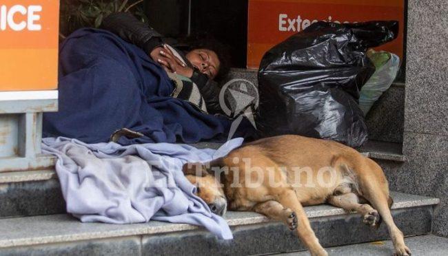 Advierten que cada vez más personas duermen en las calles salteñas