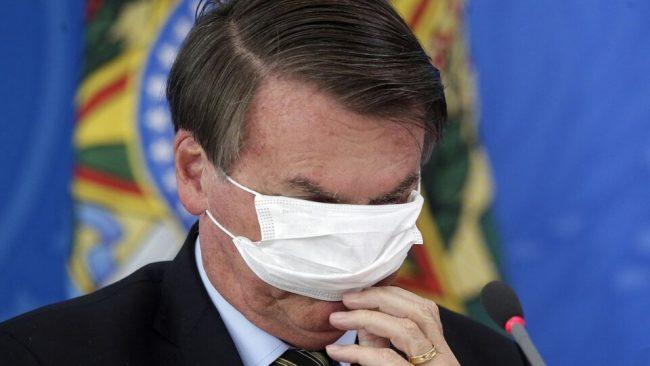 """Jair Bolsonaro llamó """"idiotas"""" a quienes respetan las cuarentenas y el distanciamiento"""