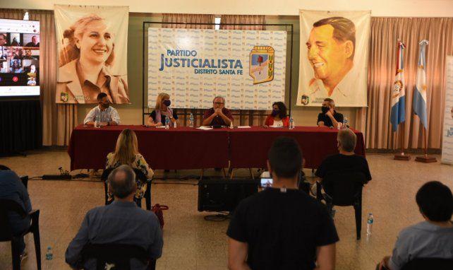 El peronismo santafesino busca unir en las urnas lo que la Legislatura dividió