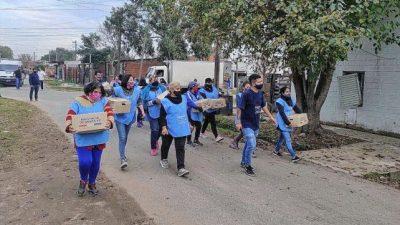 En barrios de la ciudad de Santa Fe entregaron más de 11.000 módulos alimentarios a familias