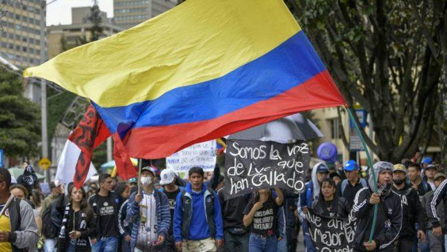 Miles protestan en Colombia sin acuerdos a la vista para superar la crisis