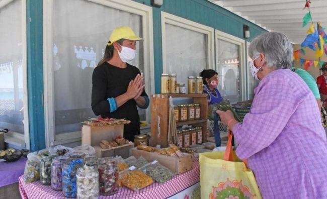 En la feria del barrio Perón de Madryn trabajan 450 puestos de vendedores y productores